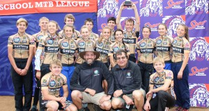 The 2013 winning Gauteng team with Meurant Botha of Amarider front left and Gauteng league co-ordinator Deon Steyn.