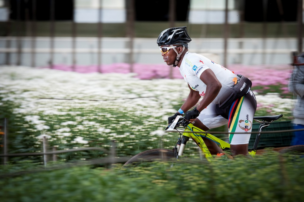 Sipho Madolo in action at the 2013 FNB Wines2Whales (W2W) Mountain Bike (MTB) Race.  PHOTO CREDIT:  Cherie Vale / NEWSPORT MEDIA