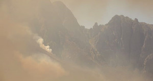 The peaks of Jonkershoek shrouded in smoke on 11 March 2015. Picture: Aletta Gardner/EWN