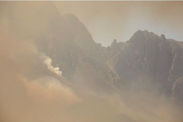 The peaks of Jonkershoek shrouded in smoke on 11 March 2015. Picture: Aletta Gardner/EWN