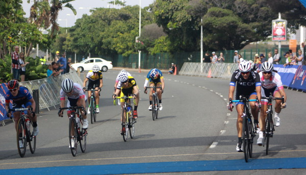 Cherise Stander (RECM, second from right) edges out Lynette Burger Pieterse (Activate/Demacon, right) in the women's race end-sprint at the aQuellé Tour Durban presented by Sunday Tribune  - Dave Macleod/ Gameplan Media