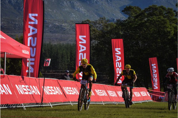 Adriaan Louw beating Lourens Luus in the sprint finish