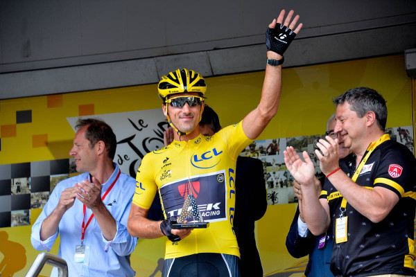 Fabian Cancellara (FFT) receives a diamond trophy - Photo  ASO/B.Bade