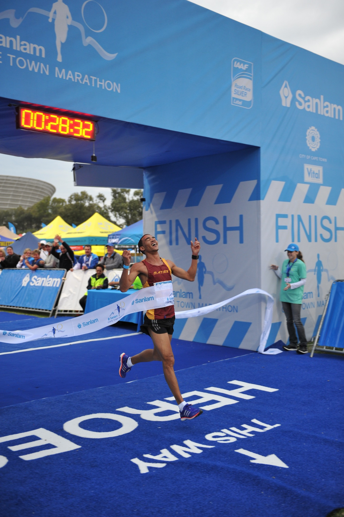 William Kaptein and Lebo Dinah Phalula outclassed a quality field to win the men's and women's titles in the Sanlam Cape Town Marathon Peace 10km run/walk this morning.