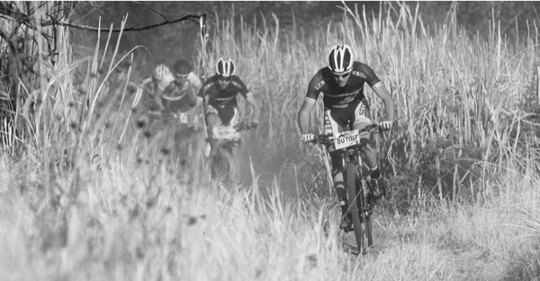 Buys and Du Toit hard on the charge at Nissan TrailSeeker Hakahana