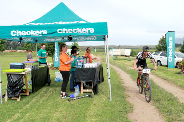 Overall leader Pieter Gildenhuys racing past the Checkers water point at Rolandale on Day 1