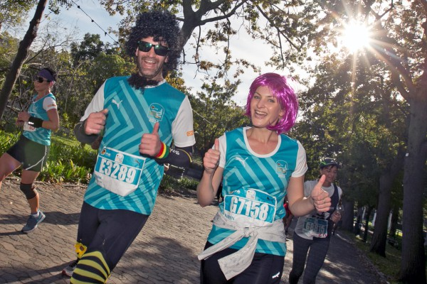Entries for the 2016 FNB Cape Town 12 ONERUN will open on Sunday, 15 November 2015.  Seen here:  Excited runners in action at the inaugural FNB Cape Town 12 ONERUN earlier this year.  Photo Credit:  @MarkSampsonCT