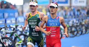 Richard Murray racing against Mario Mola at WTS Hamburg ​on Saturday. Credit: ITU, Janos Schmidt