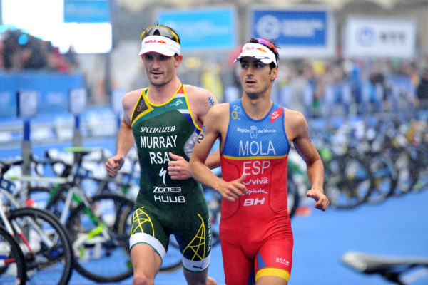 Richard Murray racing against Mario Mola at WTS Hamburg on Saturday. Credit: ITU, Janos Schmidt