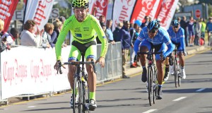 Mens Elite Road Race - Winner Stefan Ihlenfeldt pips Nolan Hoffman at the post - pic by Desmond Scholtz low res