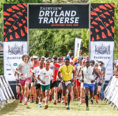 The trail runners head out for the final stage of the Fairview Dryland Traverse, on the 6th of November 2016. Photo by: Oakpics/Fairview Dryland Traverse/SPORTZPICS {dem16gst}