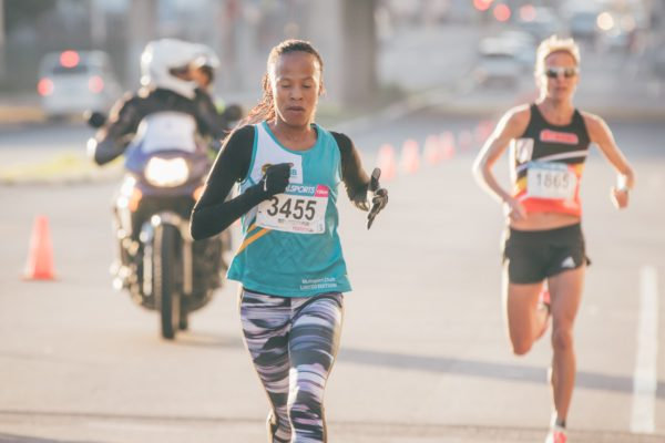 Seen here (from left to right): Ziontle Xiniwe and Tanith Maxwell in action at the Totalsports Women's Race in Cape Town in 2016. Photo Credit: Ewald Sadie