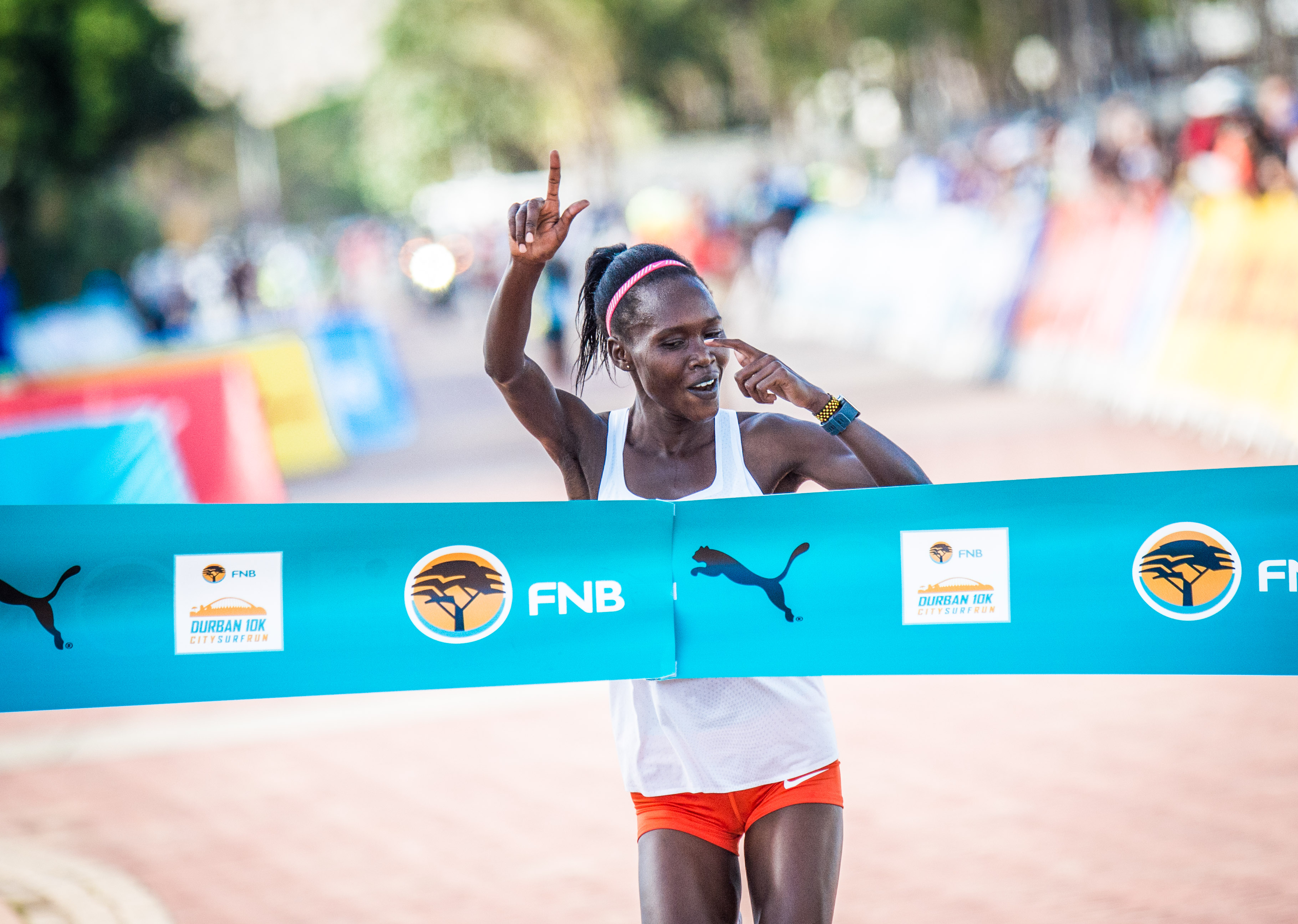 Stella Chesang claims victory at the 2018 FNB Durban 10K CITYSURFRUN.  Photo Credit:  Tobias Ginsberg