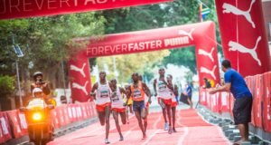 The FNB Cape Town 12 ONERUN will boast an impressive overall prize purse of R250 000 in 2019, with the open men's and women's winners each taking home a whopping R30 000 on the day.  Prize money has been allocated to the top 10 finishers in the Open Category, with the runner- up in the Open Men's and Women's races taking home R17 000 each and the final spot on the podium securing R13 000.  Juniors, Veterans, Masters, Grand Master as well as the 70+ age groupers will earn prize money from 1st to 3rd place.  Seen here:  Elite Men's runners in action during the 2018 FNB Cape Town 12 ONERUN.  Photo Credit:  Tobias Ginsberg