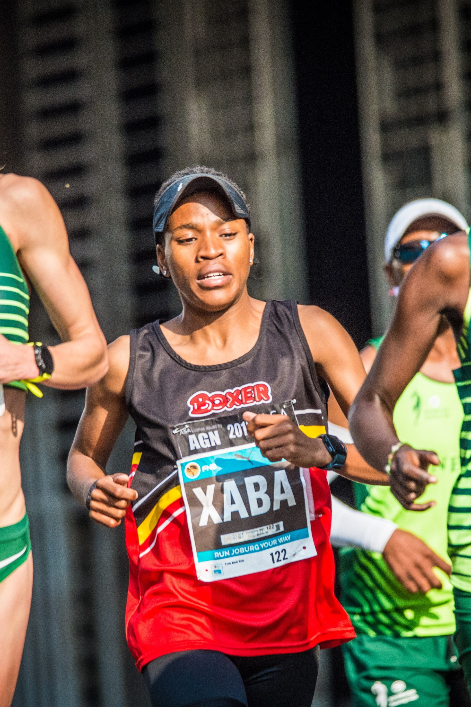 Glenrose Xaba in action at the 2018 FNB Joburg 10K CITYRUN, a sister event to the FNB Cape Town 12 ONERUN.  Photo Credit:  Tobias Ginsberg