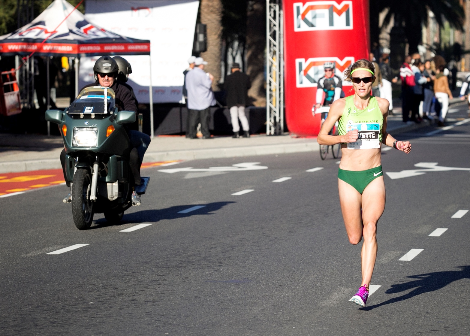 Fresh off of her third place finish at the Two Oceans Marathon where she made Ultra debut, Irvette van Zyl has confirmed her entry into the 2019 running of the FNB Cape Town 12 ONERUN on Sunday, 19 May.   Seen here:  Irvette van Zyl  in action during the 2016 FNB Cape Town 12 ONERUN where she claimed gold in 39 minutes 40 seconds.  Photo Credit:  Mark Sampson
