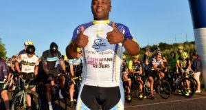 Former Tshwane Mayor gives the Bestmed Tshwane Classic the thumbs up at the start line last year. Jetline Action Photo