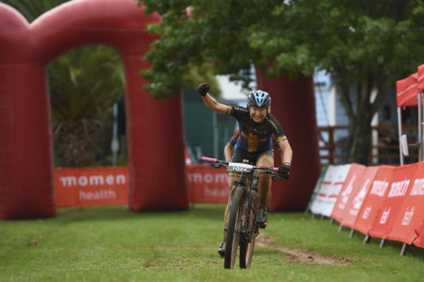 Jennie Stenerhag outsprinted Robyn de Groot to take her maiden Momentum Health Attakwas Extreme presented by Biogen win at the eighth time of asking. Photo by ZC Marketing Consulting.