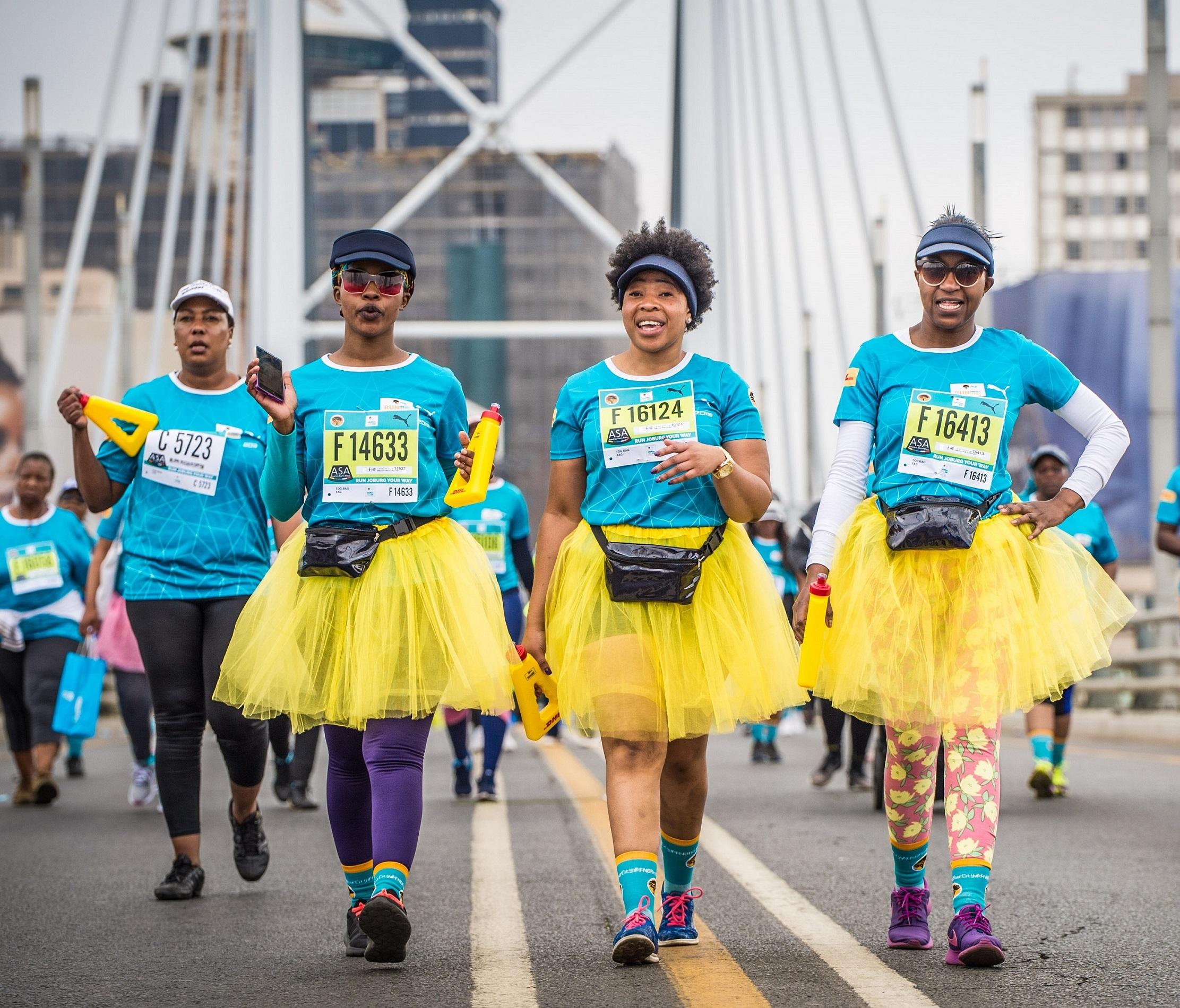 Runners in action during the 2019 FNB Joburg 10K CITYRUN.  Photo Credit:  Tobias Ginsberg